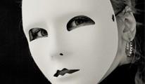 Páncél, jelmez, maszk…